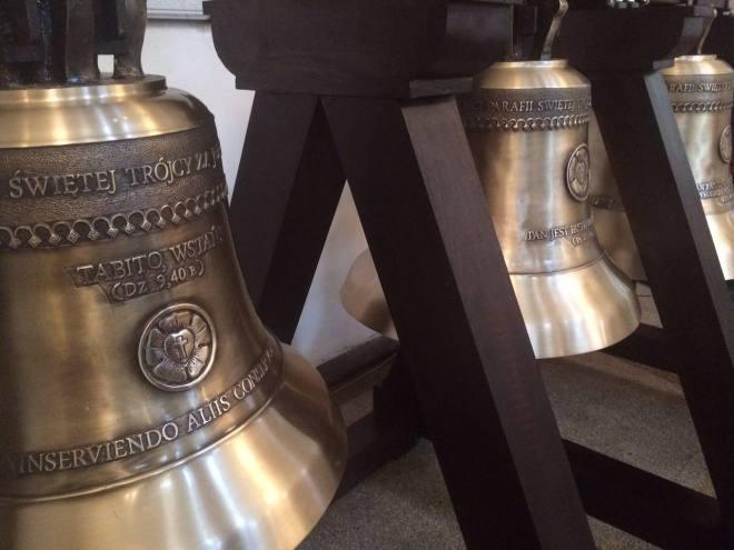 Trzy dzwony już w kościele
