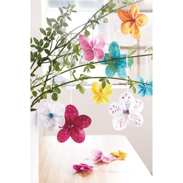"""Zrób to sam """"Ozdobne kwiatki z filcu"""", na 12 kwiatów i 6 motyli"""