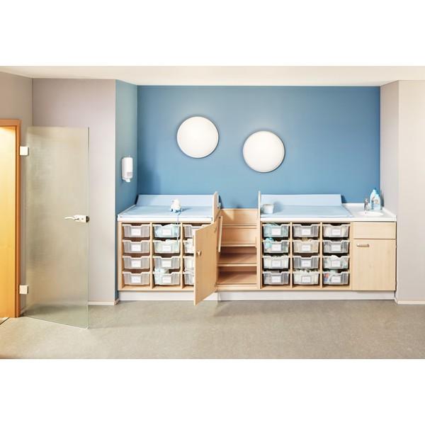 Przewijak na 24 pojemniki z umywalką i bezpiecznymi schodkami