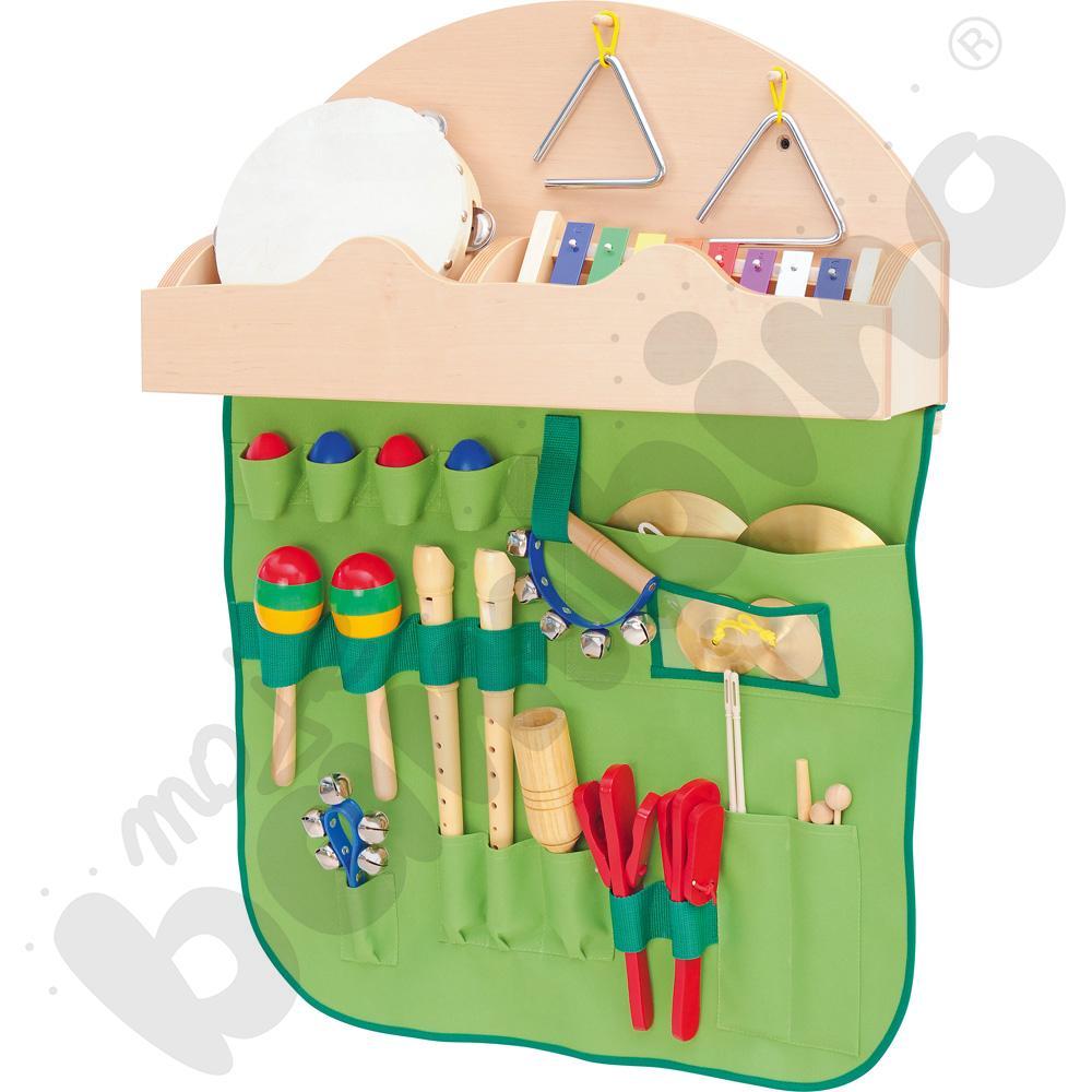 Półka z makatką i instrumentami