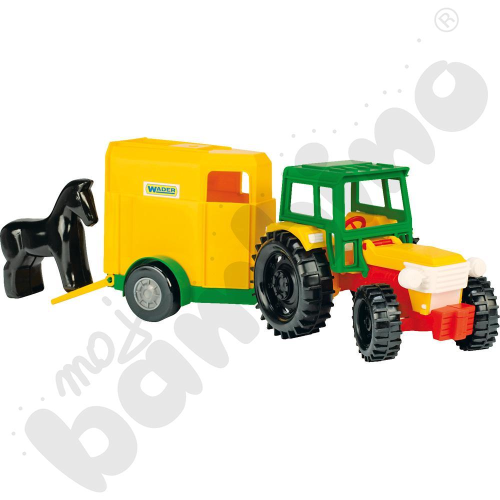 Traktor z przyczepą i koniem