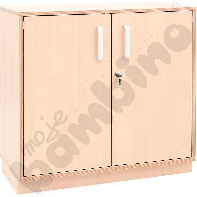 Szafka D z 3 półkami na cokole, drzwiczki z zamkiem