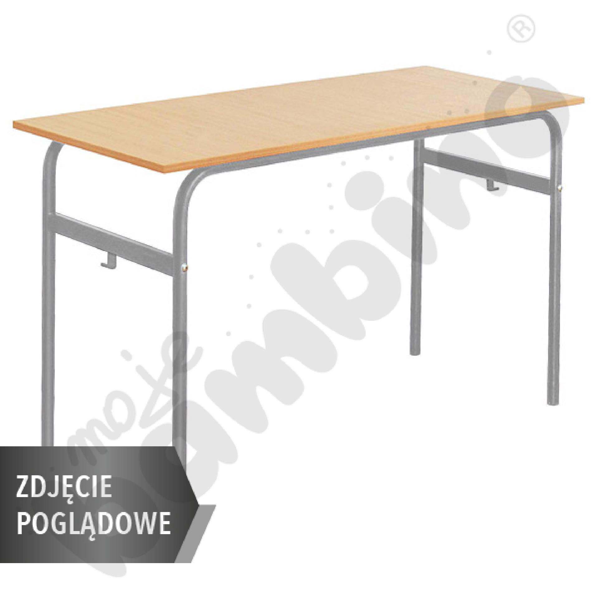 Stół Daniel 130x50 rozm. 4-6, 2os., stelaż czerwony, blat szary, obrzeże ABS, narożniki zaokrąglone