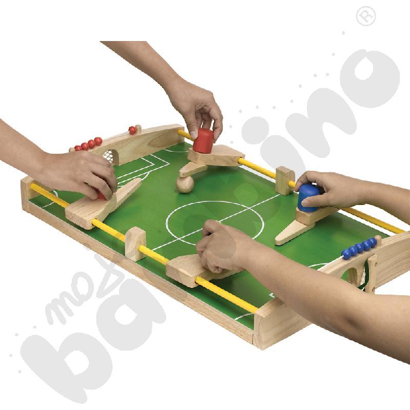 Piłkarzyki gra