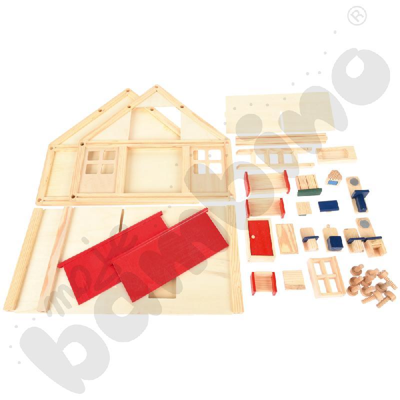 Drewniany domek z mebelkami