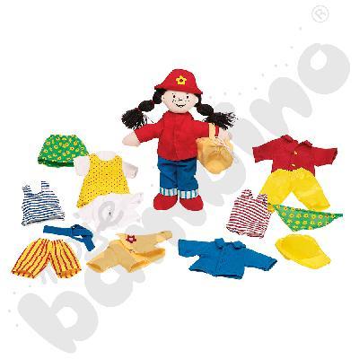 Mała dziewczynka z ubrankami