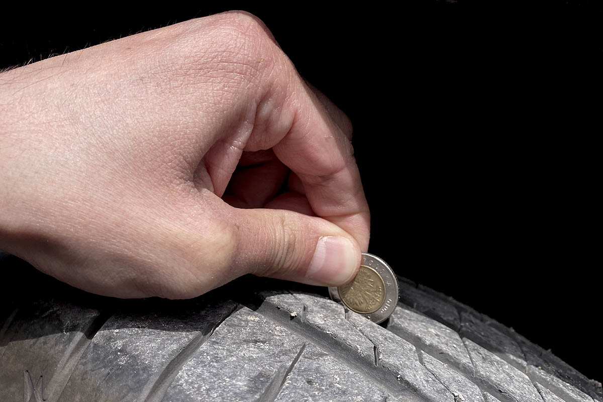 Mierzenie bieżnika monetą