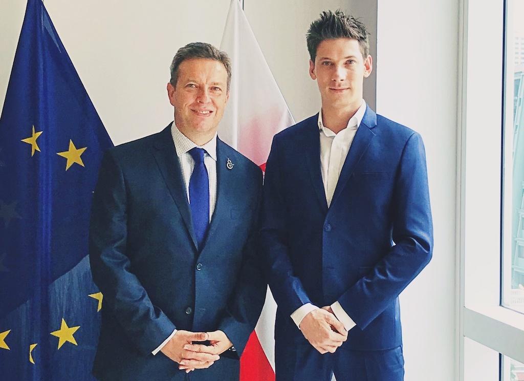 Lukas Drozdowicz polski kierowca w Tajlandii - z Amasadorem Panem Waldemarem Dubaniowskim
